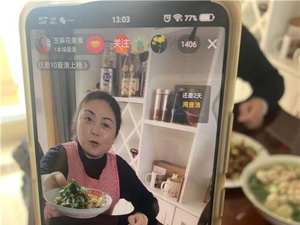 China Tutup 13,600 Akun Mukbang yang Buang-buang Makanan