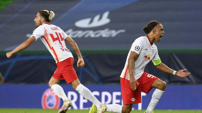 Atletico Madrids Joao Felix is dejected after the Champions League quarterfinal match between RB Leipzig and Atletico Madrid at the Jose Alvalade stadium in Lisbon, Portugal, Thursday, Aug. 13, 2020. (Miguel A. Lopes/Pool Photo via AP)