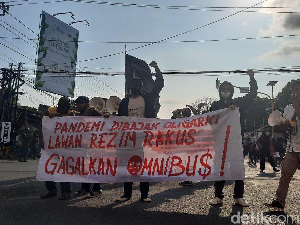 Massa Gejayan Memanggil Kembali Turun ke Jalan, Lalin Sempat Ditutup