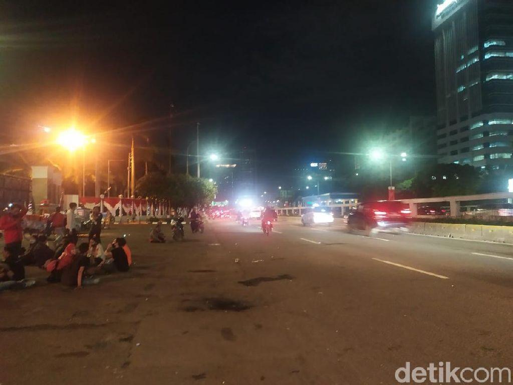 Massa Demo di Depan DPR Bubar, Jalan Gatot Soebroto Dibuka Lagi