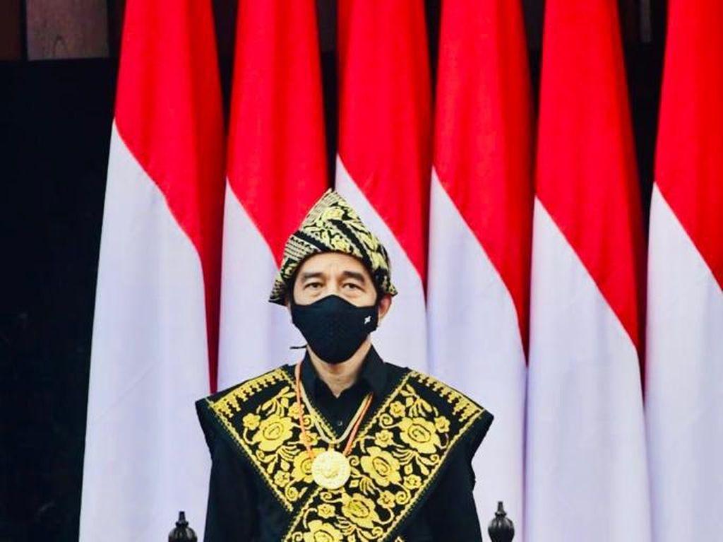 Deretan Gaya Jokowi Pakai Baju Adat Sabu NTT di Sidang Tahunan MPR