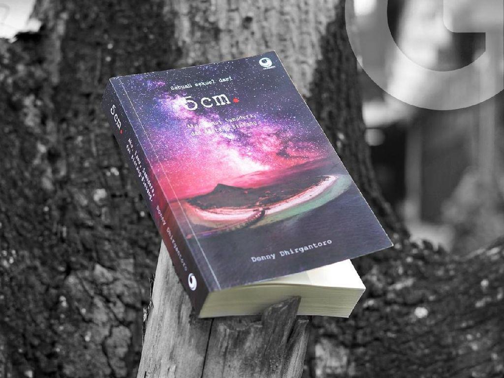 15 Tahun Berlalu, Sekuel Novel 5 cm Terbit saat HUT RI ke-75