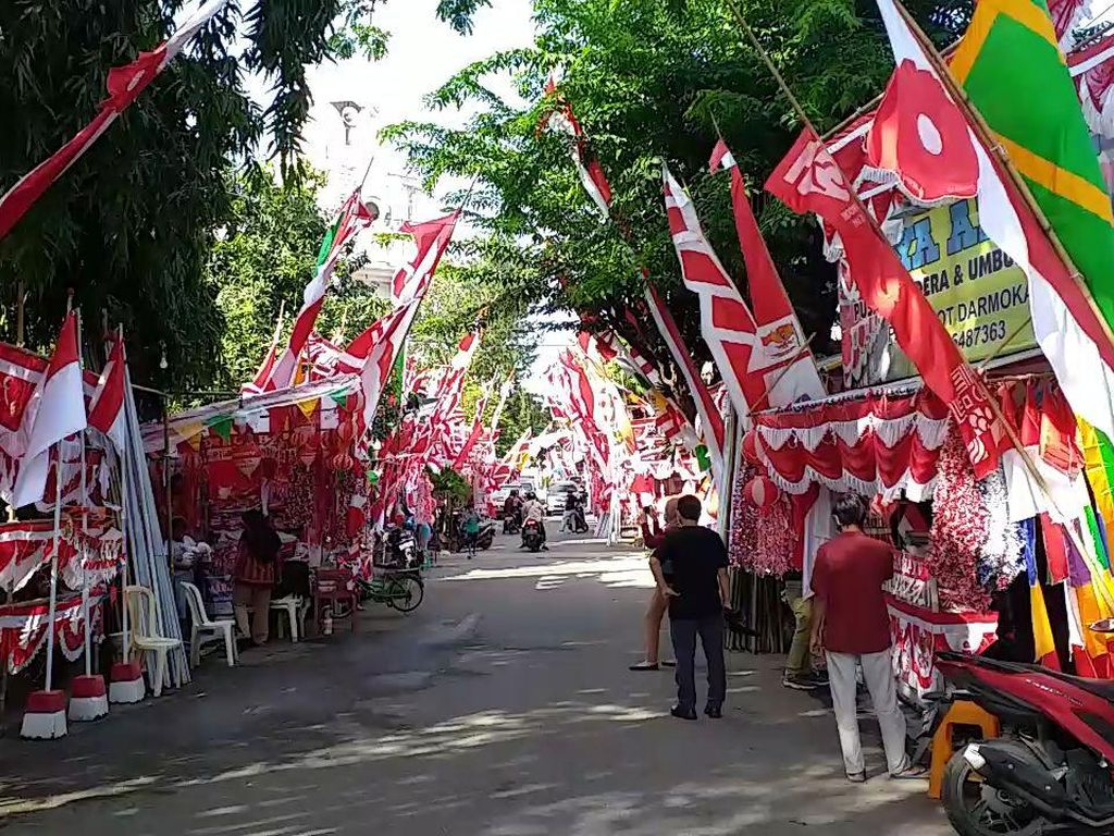 Penjualan Pernak-pernik Agustusan di Surabaya Tak Terpengaruh COVID-19