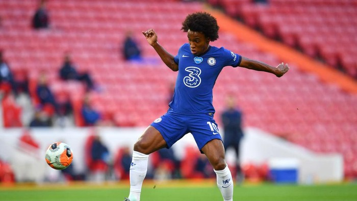 LIVERPOOL, ENGLAND - JULY 22: Willian of Chelsea controls the ball during the Premier League match between Liverpool FC and Chelsea FC at Anfield on July 22, 2020 in Liverpool, England. Football Stadiums around Europe remain empty due to the Coronavirus Pandemic as Government social distancing laws prohibit fans inside venues resulting in all fixtures being played behind closed doors. (Photo by Paul Ellis/Pool via Getty Images)