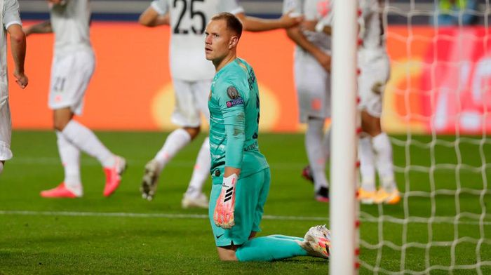 LISBON, PORTUGAL - AUGUST 14: Marc-Andre ter Stegen of FC Barcelona looks dejected after conceding during the UEFA Champions League Quarter Final match between Barcelona and Bayern Munich at Estadio do Sport Lisboa e Benfica on August 14, 2020 in Lisbon, Portugal. (Photo by Manu Fernandez/Pool via Getty Images)