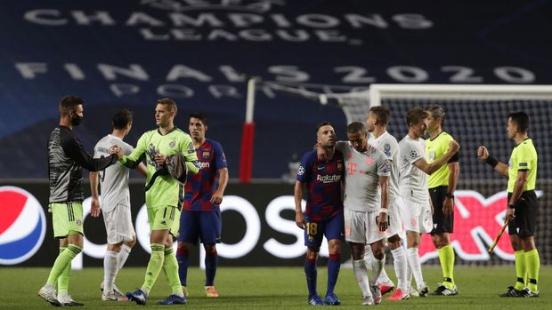 Players of Barcelona and Bayern after the Champions League quarterfinal match between FC Barcelona and Bayern Munich at the Luz stadium in Lisbon, Portugal, Friday, Aug. 14, 2020. (AP Photo/Manu Fernandez/Pool)