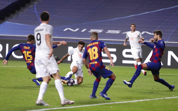Bayern's Philippe Coutinho, center, scores his sides seventh goal during the Champions League quarterfinal match between FC Barcelona and Bayern Munich at the Luz stadium in Lisbon, Portugal, Friday, Aug. 14, 2020. (AP Photo/Manu Fernandez/Pool)