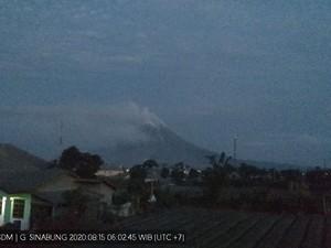 Masih Siaga, Gunung Sinabung Keluarkan Asap Tebal dari Kawah