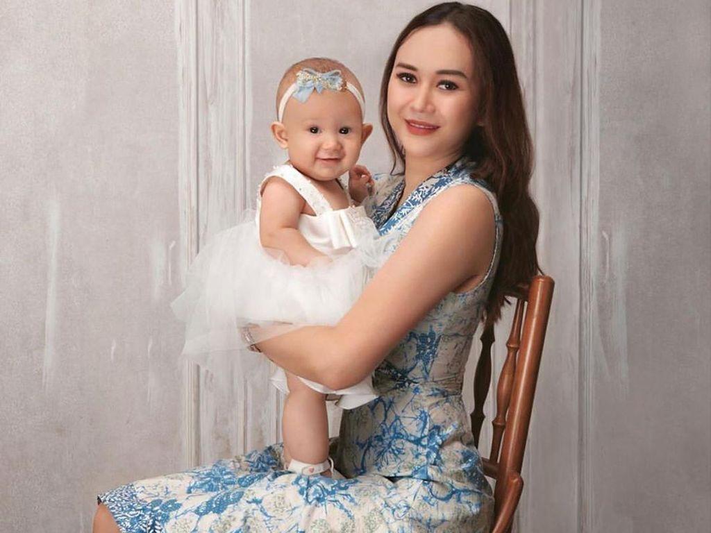 Cerita Aura Kasih Awal Mula Kena Corona Bersama Anaknya