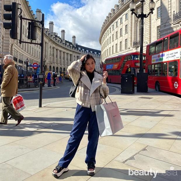 Potret hobi selebgram cantik Lula Lahfah yang suka keliling dunia alias travelling.