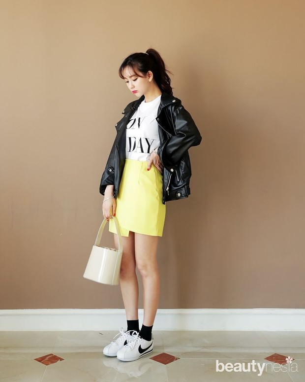Leather dan mini skirt