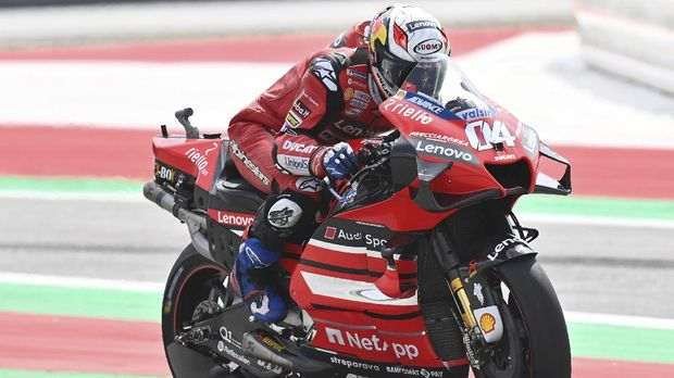Ducati's Italian rider Andrea Dovizioso rides during the fourth training of Moto GP Austrian Grand Prix at Red Bull Ring circuit in Spielberg, Austria on August 15, 2020. (Photo by JOE KLAMAR / AFP)