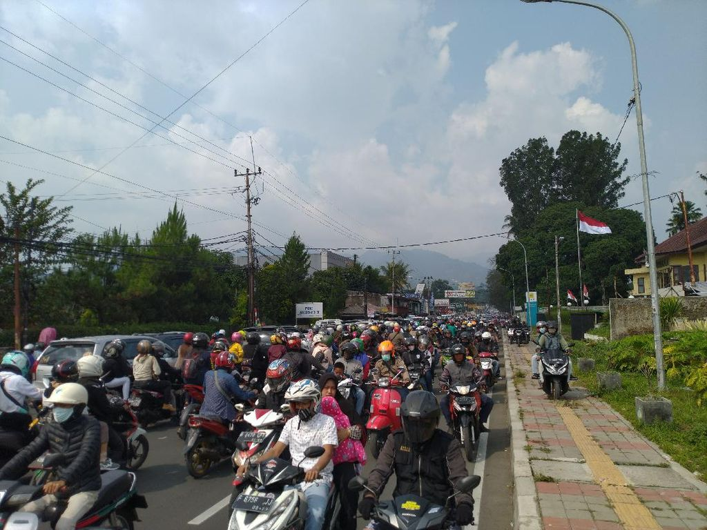 Upayakan Urai Kemacetan, Polisi Berlakukan One Way dari Puncak ke Jakarta