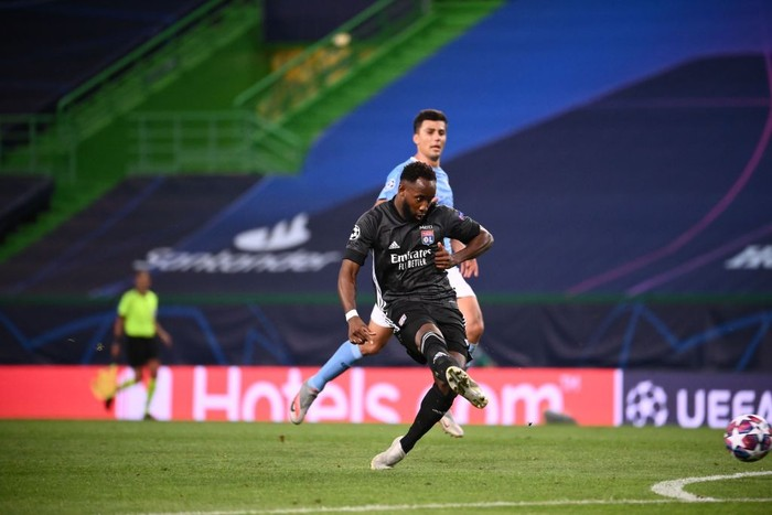 LISBON, PORTUGAL - AUGUST 15: Moussa Dembele of Olympique Lyon scores his teams second goal during the UEFA Champions League Quarter Final match between Manchester City and Lyon at Estadio Jose Alvalade on August 15, 2020 in Lisbon, Portugal. (Photo by Franck Fife/Pool via Getty Images)