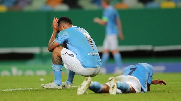 LISBON, PORTUGAL - AUGUST 15: Gabriel Jesus of Manchester City and Raheem Sterling of Manchester City look dejected during the UEFA Champions League Quarter Final match between Manchester City and Lyon at Estadio Jose Alvalade on August 15, 2020 in Lisbon, Portugal. (Photo by Miguel A. Lopes/Pool via Getty Images)