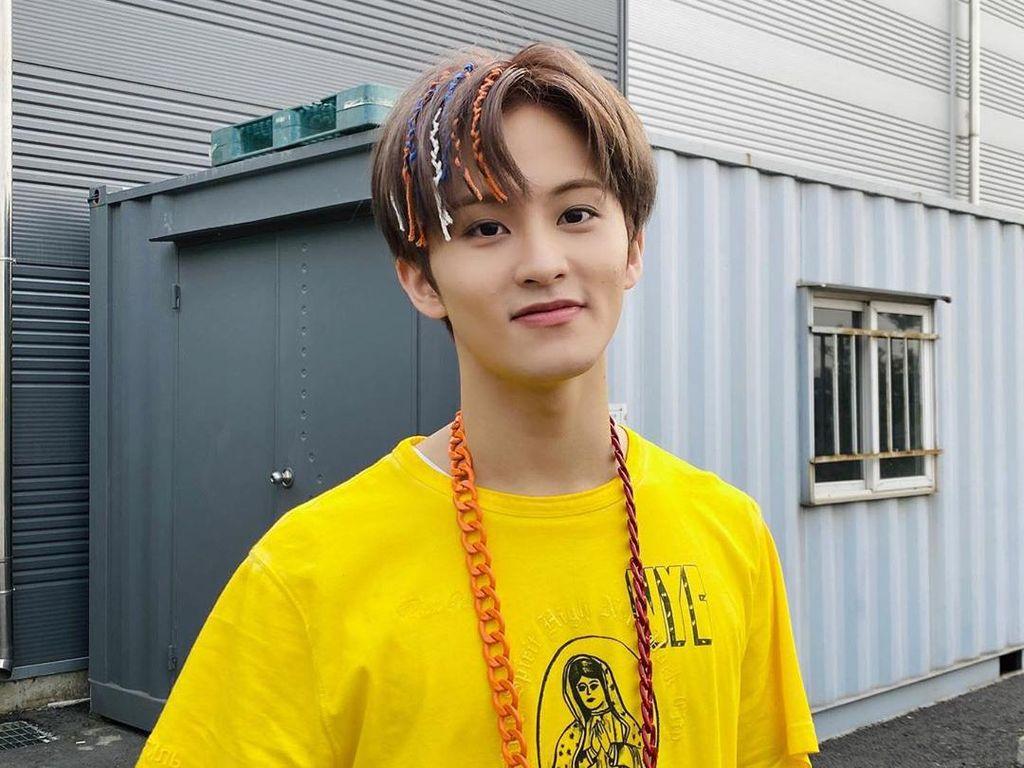 Mark NCT Pakai Baju dari Brand Lokal Indonesia, Langsung Sold Out