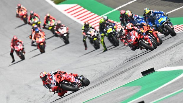 Pramac Racing's Australian rider Jack Miller leads during the Moto GP Austrian Grand Prix at the Red Bull Ring circuit in Spielberg, Austria on August 16, 2020. (Photo by Joe Klamar / AFP)