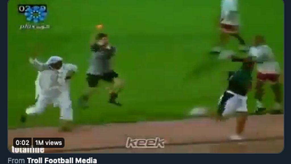 Pep Guardiola Diserbu Meme Usai City Dilibas Lyon