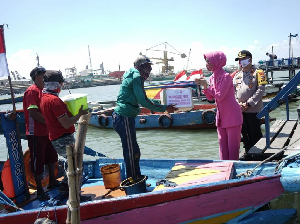 Nelayan Gresik Digelontor Bantuan Sembako dan Masker Jelang HUT RI