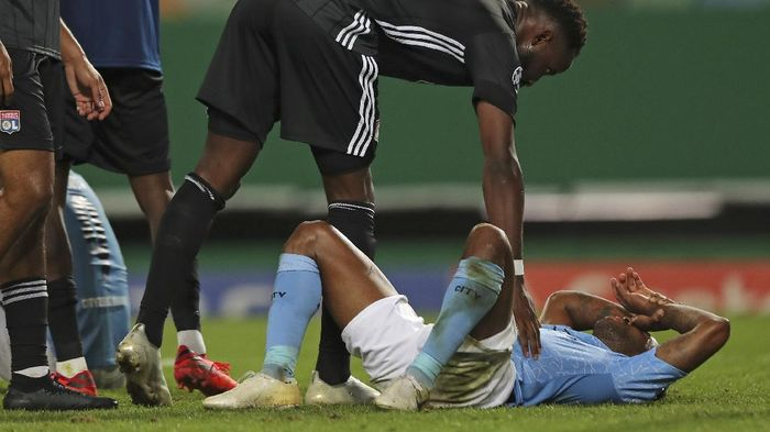 Lyons Moussa Dembele consoles Manchester Citys Raheem Sterling at the end of the Champions League quarterfinal soccer match between Lyon and Manchester City at the Jose Alvalade stadium in Lisbon, Portugal, Saturday, Aug. 15, 2020. Lyon won the match 3-1. (Miguel A. Lopes/Pool via AP)