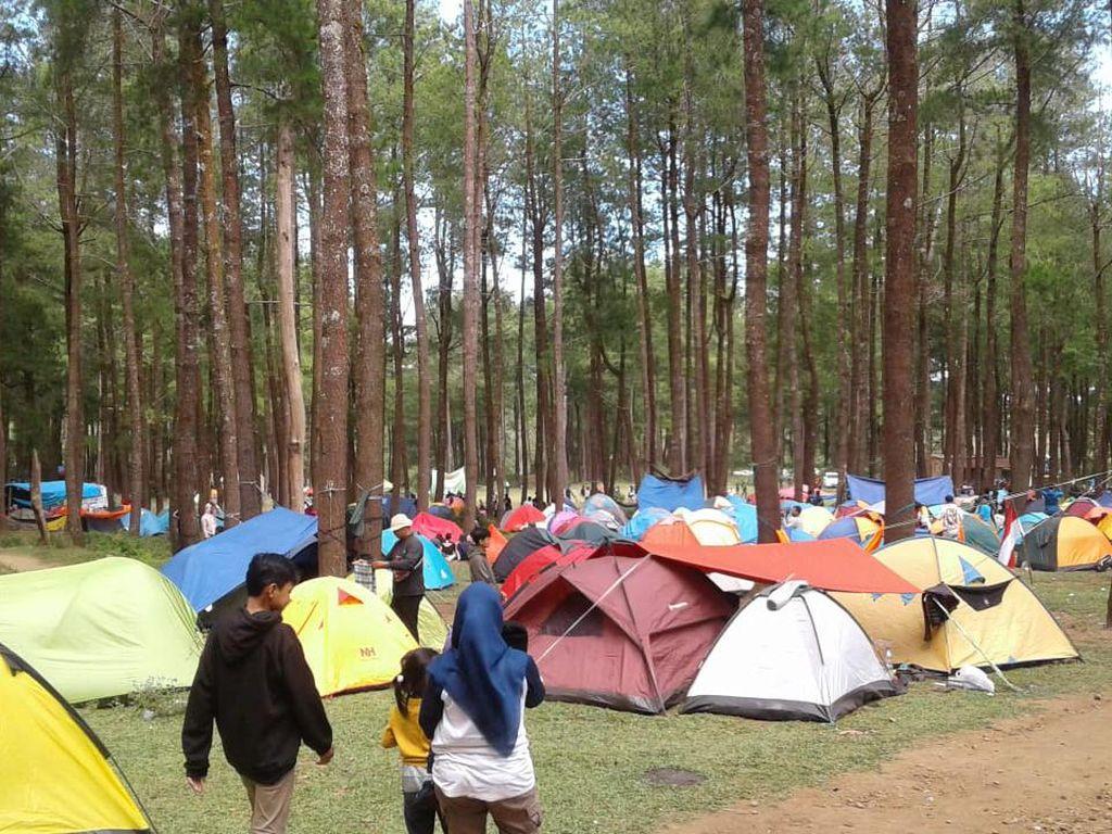 15 Ribu Pendaki Rayakan HUT Ke-75 RI di Gunung Bawakaraeng Gowa