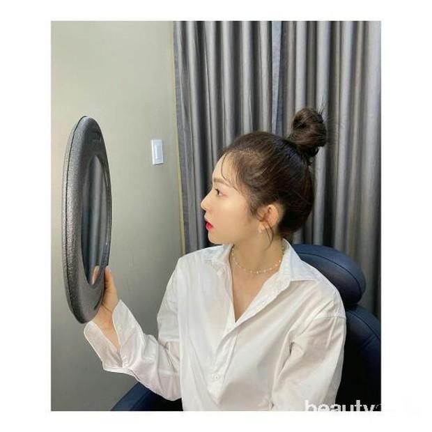 Bun yang merupakan hairstyle favorit banyak wanita karena simpel.