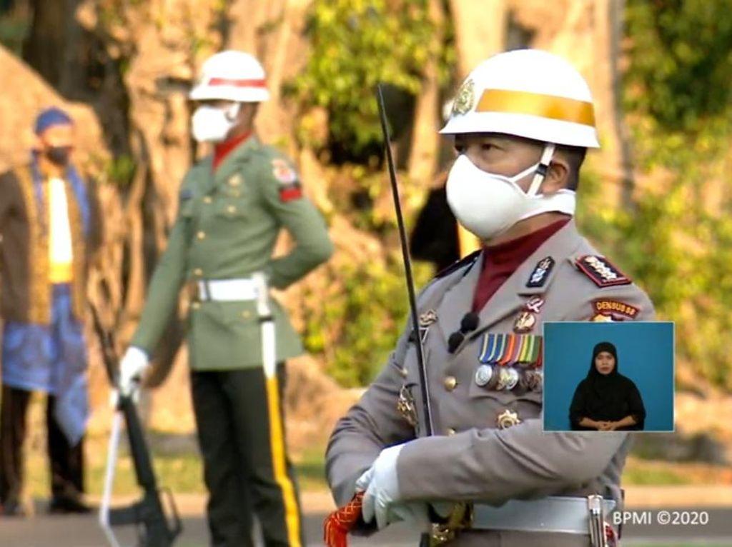 Kombes Christ Pusung Jadi Komandan Upacara Penurunan Bendera di Istana