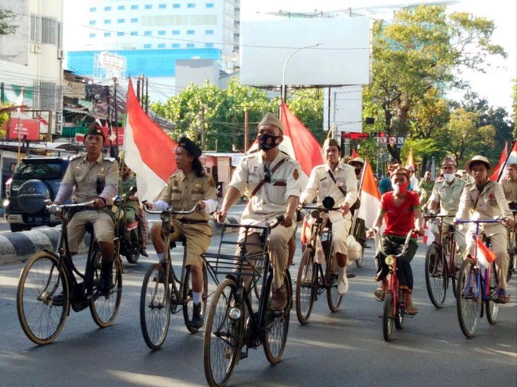 Melihat Perayaan HUT RI ala Komunitas Sepeda Tua Makassar