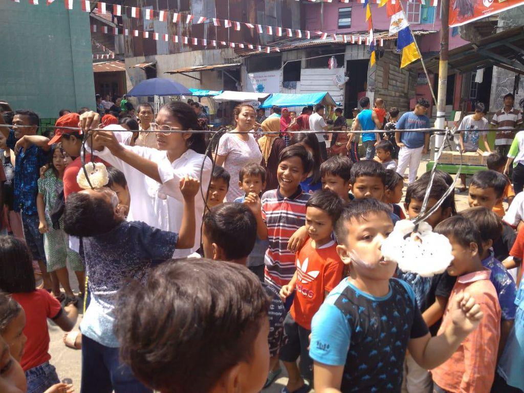 Semangatnya Anak Medan Ikut Lomba Makan Kerupuk Meski Ada Pandemi Corona