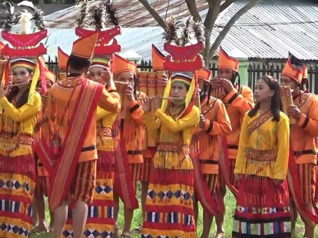Pertama Kalinya, Musik Bambu Iringi Peringatan HUT RI ke 75 di Mamasa