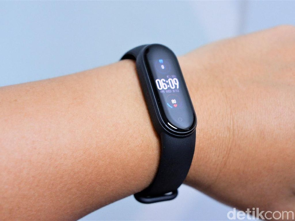 Review Xiaomi Mi Band 5, Serupa Tapi Tak Sama