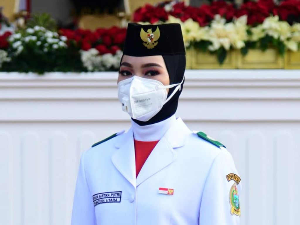 Mengenal Masker Berkatup yang Dipakai Petugas Upacara HUT RI di Istana