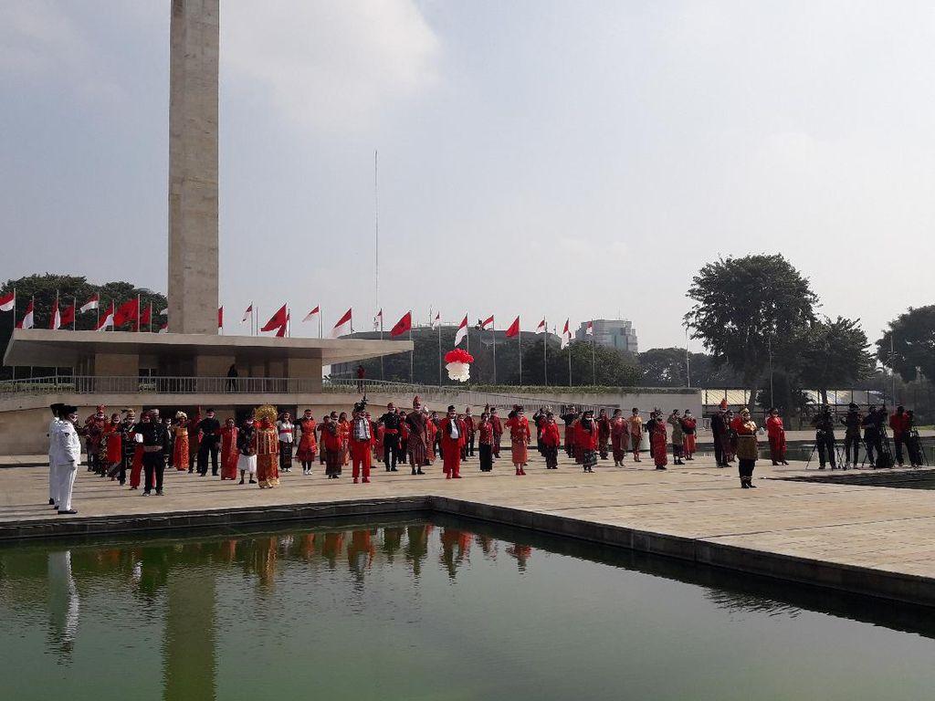 PDIP Gelar Upacara HUT Ke-75 RI di Lapangan Banteng, Peserta Gunakan Baju Adat