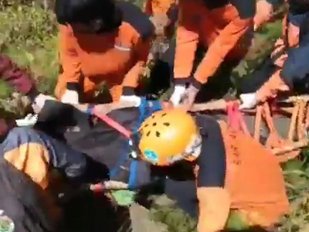Pendaki di Gunung Bawakaraeng Meninggal, Dievakuasi Petugas Basarnas