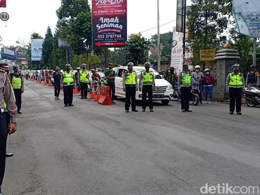 HUT RI Ke-75, Polisi-Pengendara di Lembang Bunyikan Klakson Bersama