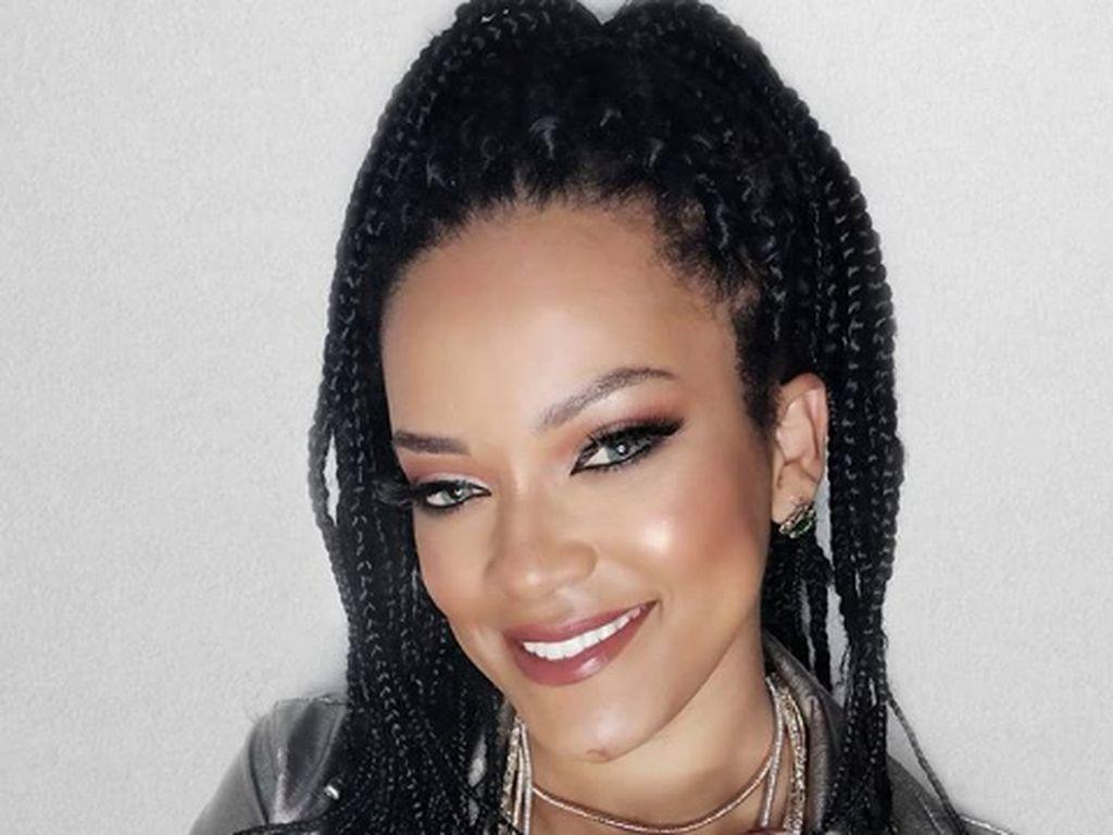 Viral Wanita Cantik Mirip Banget Rihanna, Sampai Menarik Perhatian Sang Artis