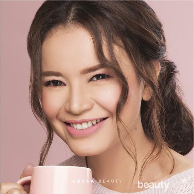 Untuk produk andalannya sendiri berupa two way cake yang diformulasikan khusus sehingga membuat wajah tampak lebih menawan