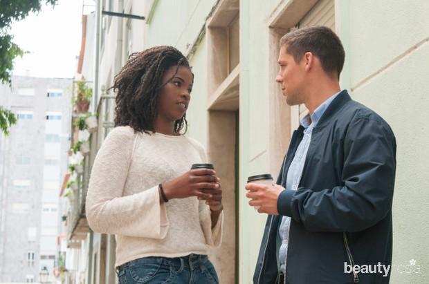 serious-black-girl-arguing-with-caucasian-boyfriend