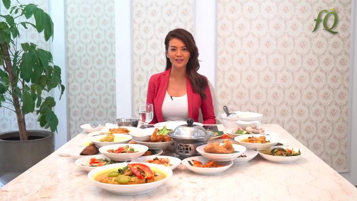10 Tips Makan di Restoran Padang dari Farah Quinn Supaya Tetap Elegan