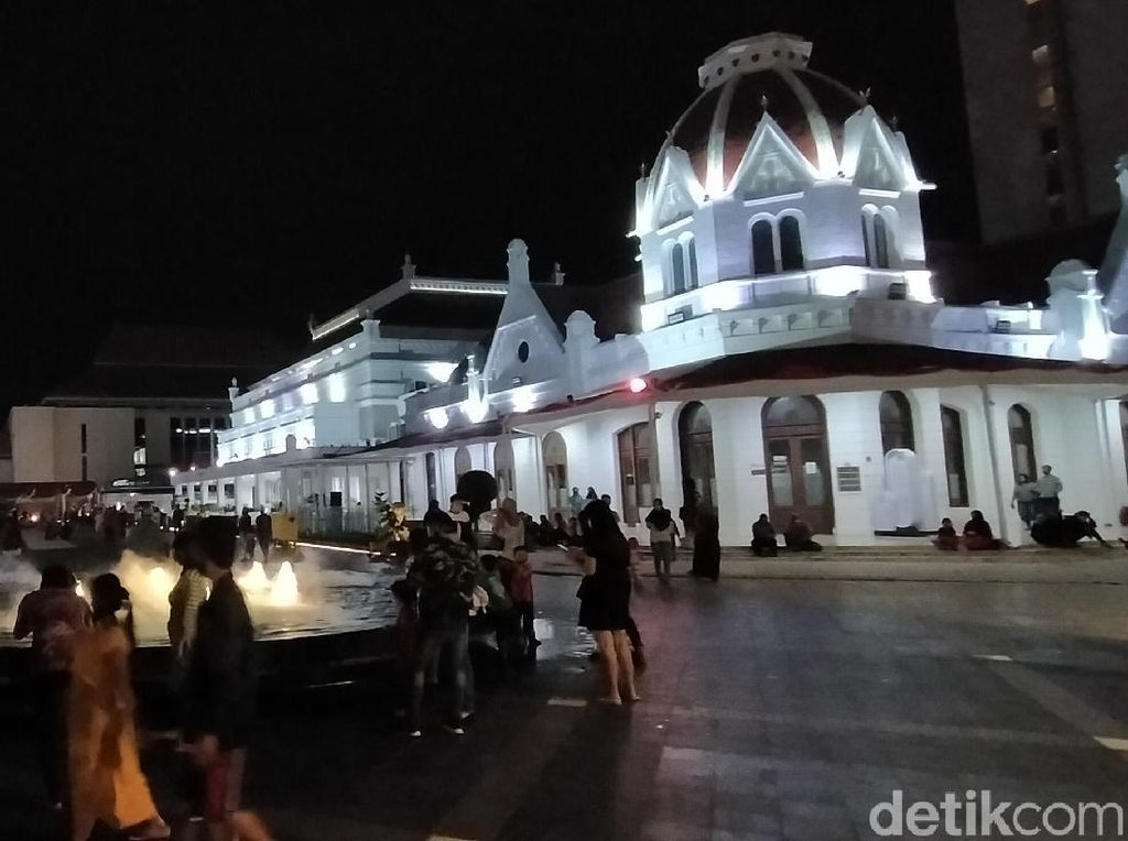 Plaza Alun-Alun Suroboyo Instagramable Banget, Ayo ke Sana!