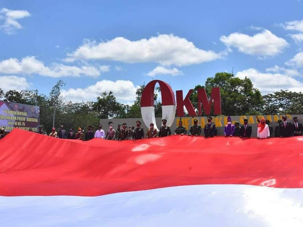Bendera Merah Putih Raksasa Dibentangkan di Merauke