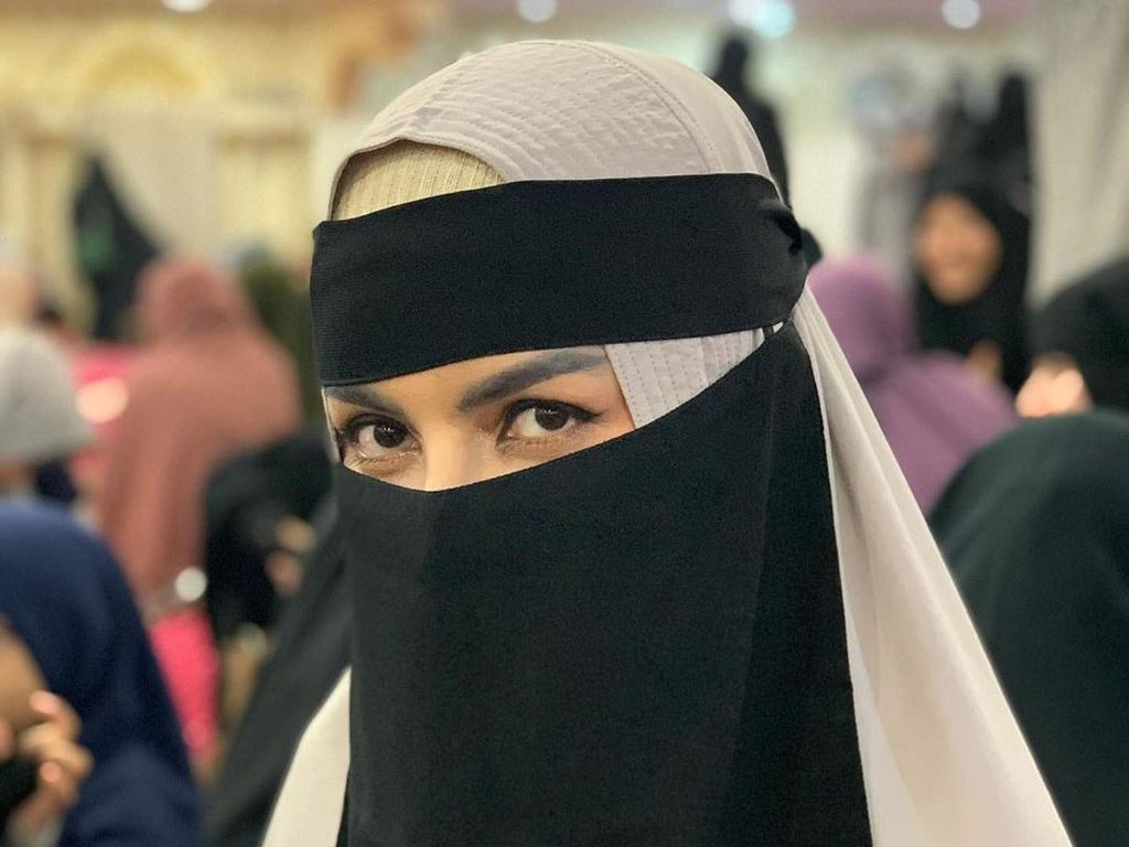 Five Vi Mantap Pakai Hijab Cadar tapi Masih Saja Dibully