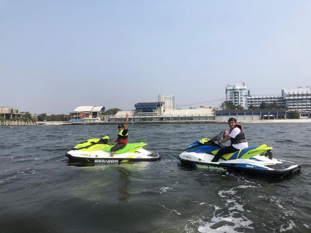 Naik Jet Ski, Menerjang Ombak Menuju Pulau Bidadari