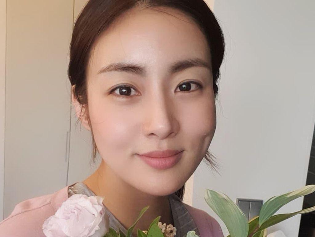 10 Potret Kang Sora, Mantan Hyun Bin yang Akan Segera Menikah