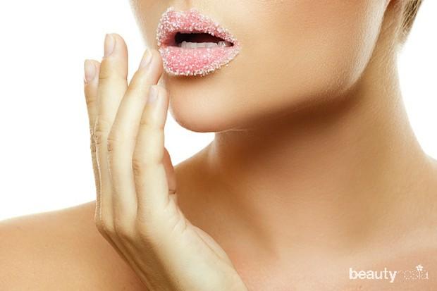 lakukan eksfoliasi bibir