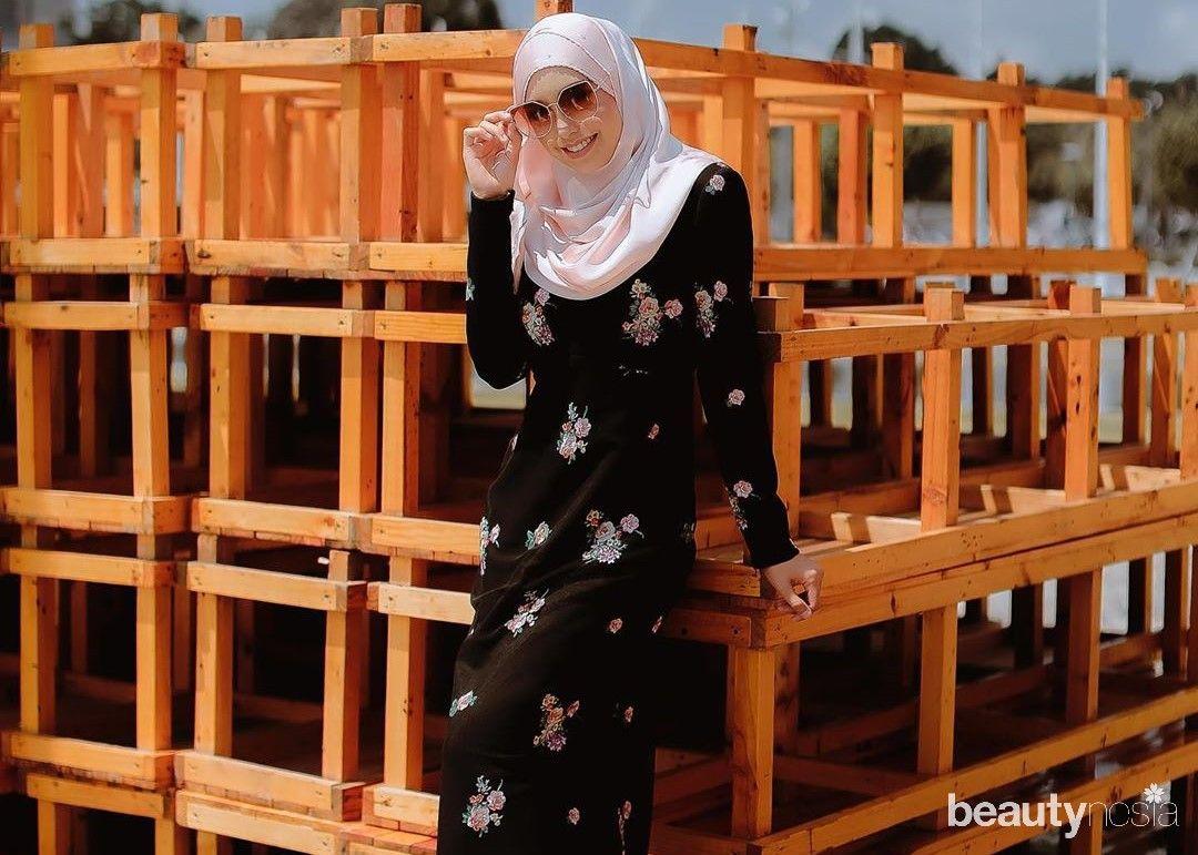 Pashmina yang dililitkan hingga menutup leher menjadi gaya hijab khas Malaysia