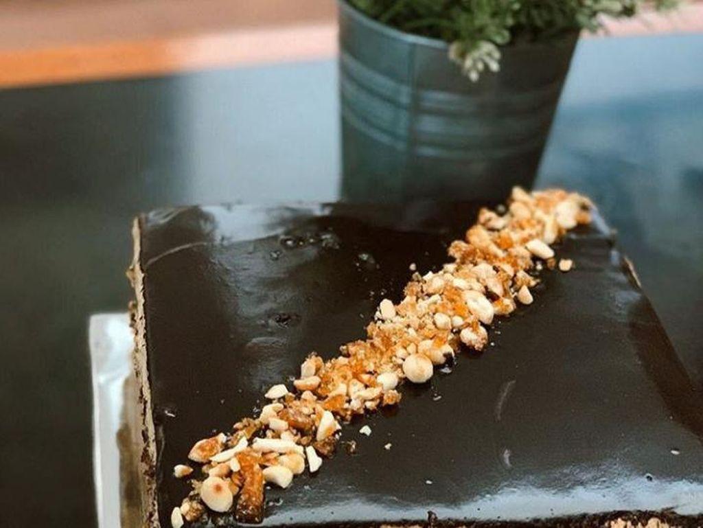 Manisnya Bisnis Dessert Box Kekinian Beromzet Puluhan Juta