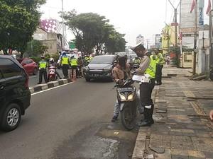 Hari Pertama Penindakan di Jalur Cepat Margonda, 300 Motor-Angkot Ditilang