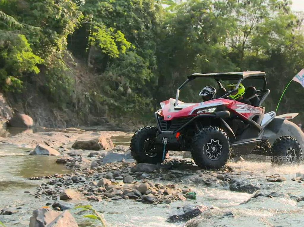 Celebrity on Vacation: Offroad di Puncak Hambalang