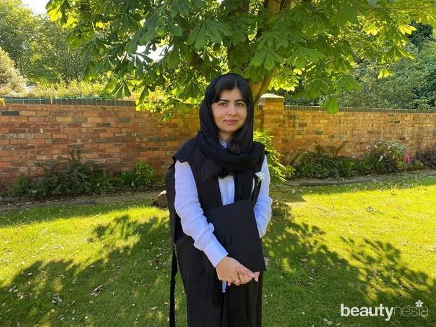 Dupatti merupakan gaya hijab khas Pakistan